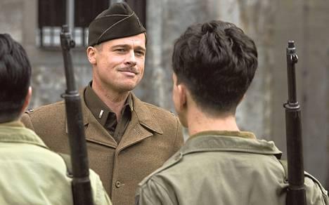 Brad Pitt on parodian sissijoukon päällikkö.