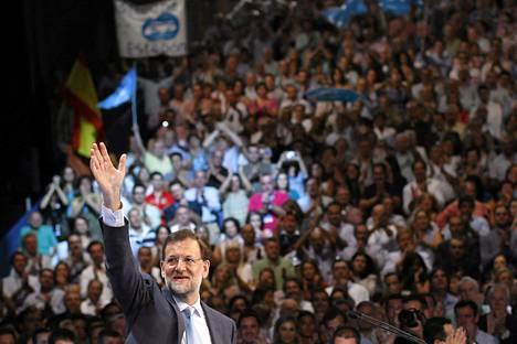 Espanjan oppositiojohtaja Mariano Rajoy puhui kannattajilleen Kansanpuolueen puoluekokouksessa Malagassa lauantaina.