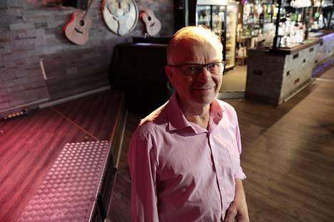 """Eino """"Eikka"""" Lehtinen sanoo entisenä muusikkona tunteneensa sympatiaa Sillanpäätä kohtaan. 66-vuotias Lehtinen keikkaili yhtyeensä kanssa 1990-luvun alkuvuosiin asti."""