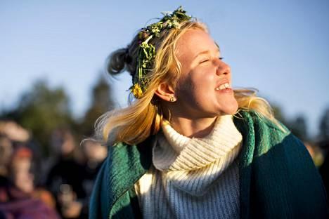 Kiia Ruokonen odottelee elokuvan alkua ja nauttii festivaalitunnelmasta.