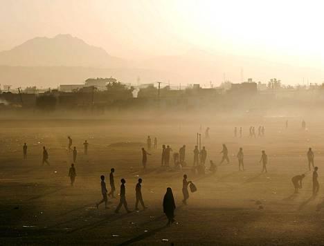 Keskiviikkoaamun auringonnousu Afganistanin pääkaupungissa Kabulissa.
