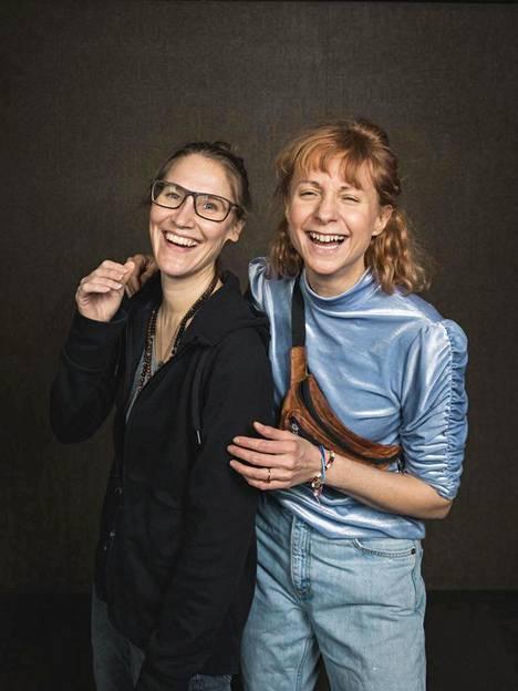 Näyttelijät Vappu Nalbantoglun ja Sanna-June Hyde saivat kokeilla ohjaajana olemista korona-ajan videoprojekteissa.