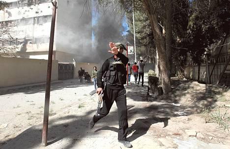 Islamistisen al-Nusran rintaman jäsen osallistui taisteluihin maaliskuussa Koillis-Syyriassa al-Raqqan maakunnassa.