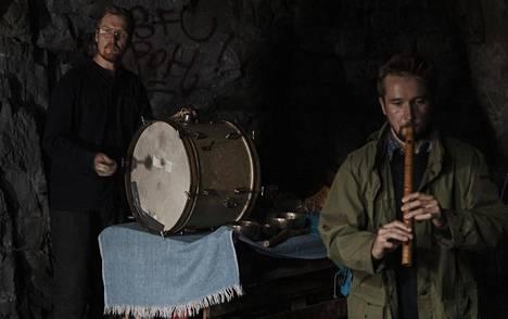 Yhtye esiintyi tällä kertaa duona. Rumpua soitti Arwi Lind, huilua Otto Eskelinen.