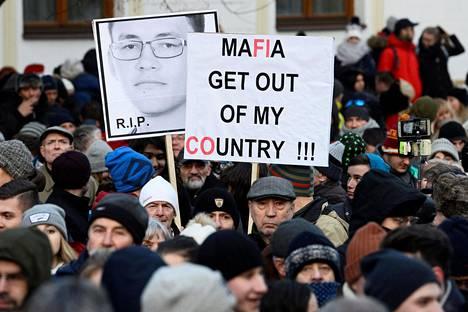 Oppositio järjesti ensimmäisen mielenosoituksen Ján Kuciakin muistolle keskiviikkona Bratislavassa.