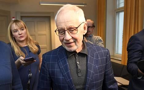 Postin hallituksen puheenjohtaja Markku Pohjola poistui valtakunnansovittelijan toimistolta lauantaina 23. marraskuuta.