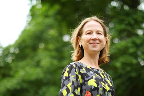 Jakamistalousekspertti April Rinne yllyttää yrityksiä, kaupunkeja ja valtioita miettimään, millaiset resurssit ovat yhteiskunnassa alikäytettyjä ja kuinka ihmiset saataisiin jakamaan niitä keskenään.