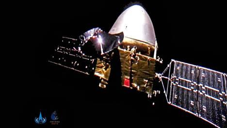 Kiinan luotaimesta Tianwen-1:stä saatiin otettua kuva avaruudessa jo alkumatkasta, kun pieni kamera irrotettiin luotaimesta noin 24 miljoonan kilometrin päässä maapallosta.