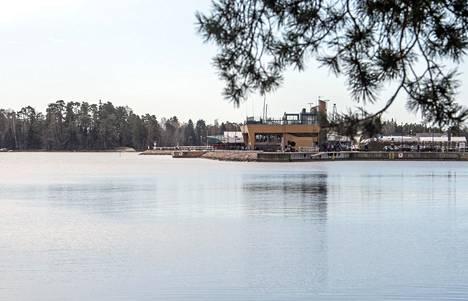 Nokkalan majakka on yksi Matinkylän ja Haukilahden rannan monista ravintoloista.