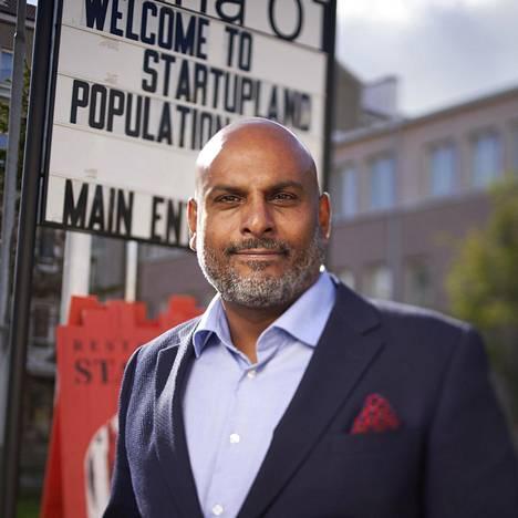 Tino Singh pyörittää lastenruokayritystään Helsingissä entisessä sairaalassa.