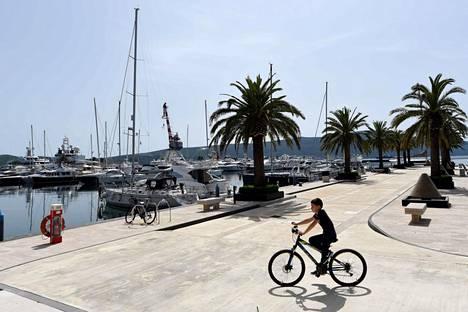 Myös Porto Montenegron satama Tivatin kaupungissa Montenegrossa avautuu lähipäivinä useiden maiden turisteille – mutta ei suomalaisille.