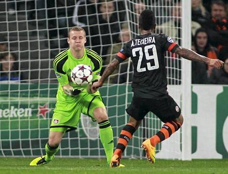 Leverkusen solmi jatkopestin maalivahti Bernd Lenon kanssa.