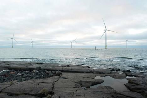 Suomeen on rakenteilla uutta tuulivoimaa runsaan kahden miljardin euron arvosta. Kuva Reposaaren tuulipuistosta.