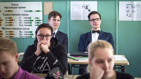 Mart Truu, 17, kuulee venäjää lähinnä Saarenmaan yhtenäiskoulun pakollisella venäjän tunnilla.
