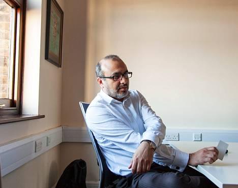 Lontoolainen lääkäri Zahid Iqbal taistelee vapaa-ajallaan muslimien radikalisoitumista vastaan. Hänen mielestään terrorismia ei voi oikeuttaa millään tekosyyllä, ja terroristit ansaitsevat kovimmat lailliset rangaistukset.
