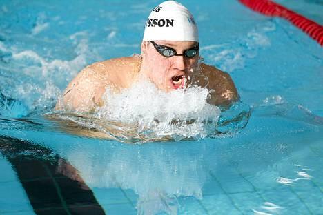 Matti Mattsson hätyytteli alkuerissä jopa omissa nimissään ollutta Suomen ennätystään 2.08.95, jonka hän ui kaksi vuotta sitten MM-kisoissa. Kuva vuodelta 2014.