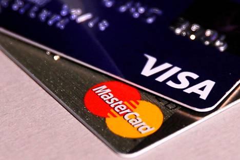 Visa ja MasterCard ovat lopettaneet luottokorttiostojen mahdollisuuden useilla vihasivustoilla. Internetin sananvapautta puolustavien aktivistien mielestä tällainen toiminta on haitallista sananvapauden kannalta.