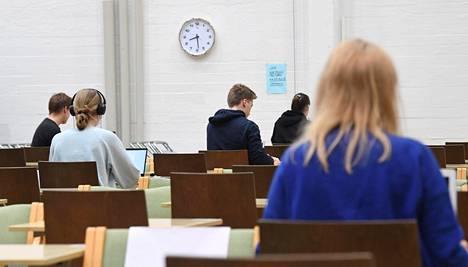 Ylioppilaskirjoitukset olivat käynnissä Ressun lukiossa Helsingissä 18. maaliskuuta.