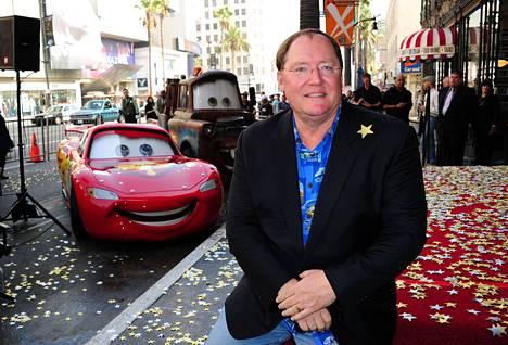 Disneyn animaatiojohtaja John Lasseter luopuu tehtävistään ahdistelusyytösten jälkeen. Kuvassa Lasseter on vuonna 2011 juhlistamassa Hollywood Walk of Fame -tähteä. Lasseter on Autot-elokuvan ohjaaja.
