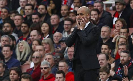 Manchester Cityn päävalmentaja Pep Guardiola tuskaili ottelussa Arsenalia vastaan.