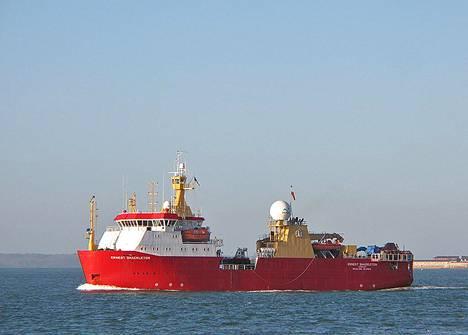 Britannian kuninkaallinen tutkimusalus Ernest Shackleton otettiin käyttöön vuonna 1995. Uusi tutkimusalus muistuttaa sitä väritykseltään ja osin muodoltaankin.