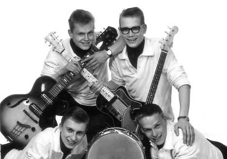 The Savages: Ole Halén, Hans von Hertzen, Kurt Wenner ja Martin Brushane. – Kirjan kuvitusta.