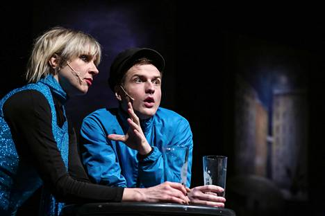 Veera Railio ja Mikael Saari esiintyvät Kapsäkin musiikkinäytelmässä.