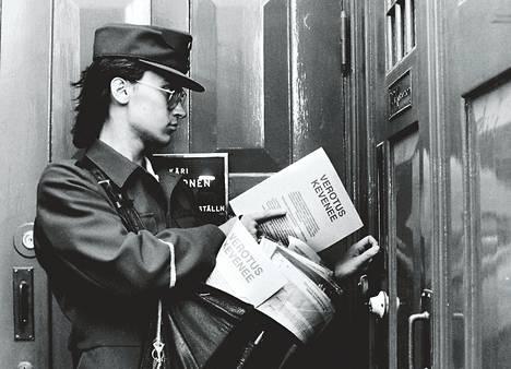 """""""Verotus kevenee"""" -esite jaettiin koteihin syksyllä 1988."""
