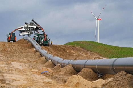 Eugal-kaasuputken rakennustöitä Kienbaumissa, Saksassa tammikuussa 2019. Keski-Euroopan kaasuverkkoyhtiöt suunnittelevat muuttavansa nykyisiä, maakaasun siirtoon rakennettuja putkia vedylle sopiviksi.