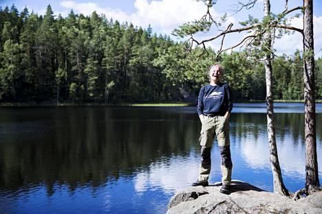 Valokuvaaja Tea Karvinen kiersi seitsemän vuotta Suomen kansallispuistojen metsiä, saaristoja ja tuntureita.