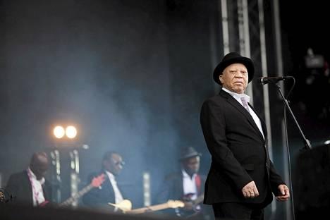 Salif Keita esiintyi Helsingin Flow-festivaalilla kesällä 2014.