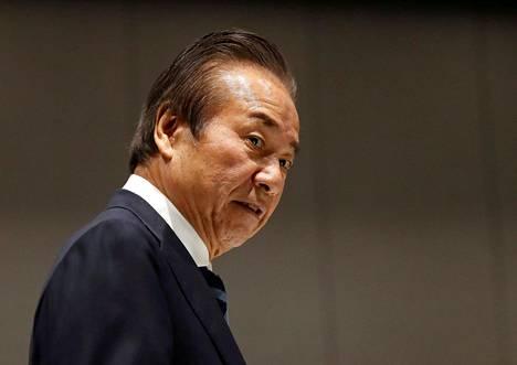 Tokion olympialaisten järjestelykomitean jäsen Haruyuki Takahashi saapui järjestelykomitean hallituksen kokoukseen 30. maaliskuuta 2020.