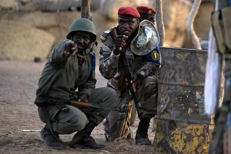 Malin armeijan sotilaita valmiusasemissaan Gaossa Malin pohjoisosassa  huhtikuun puolessavälissä.
