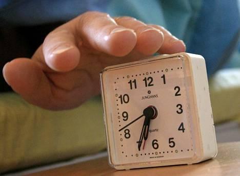 Terveyden kannalta tärkeintä on, että valoisa aika tahdistaisi vuorokausirytmiä. Ihmisen omaa vuorokausirytmiä säätelee hermosoluista koostuva sisäinen kello, joka luo rytmin aina aineenvaihduntaa myöten.
