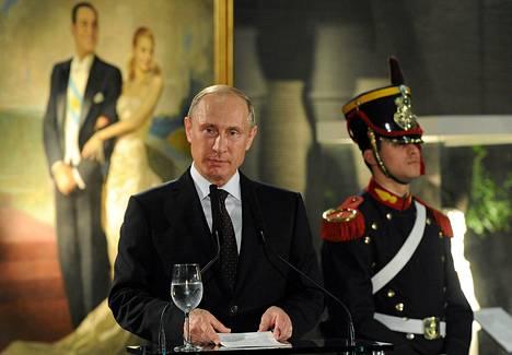Venäjän presidentti Vladimir Putin vieraili lauantaina Argentiinassa. Kuva presidentinpalatsin vastaanotolta.