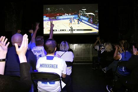 Suomi–Italia-EM-korispelin alkaessa Circukessa oli päälle 300 ihmistä.