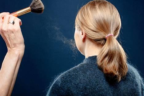 Monet meikit sisältävät mikromuovia, jotka päätyvät ennen pitkää ympäristöön. Iholle jäävään kosmetiikkaan lisätyt mikromuovit on tarkoitus kieltää EU:ssa vuonna 2026.
