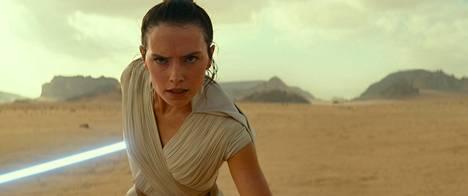 Rey (Daisy Ridley) on nyt jedi ja The Rise of Skywalkerin sankari, jonka harteilla on koko galaksin kohtalo.