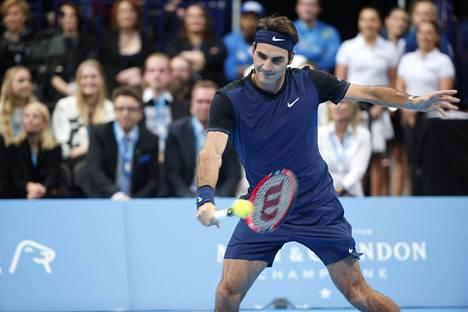 Roger Federer piipahti viime marraskuussa Suomessa Jarkko Niemisen jäähyväisottelussa.