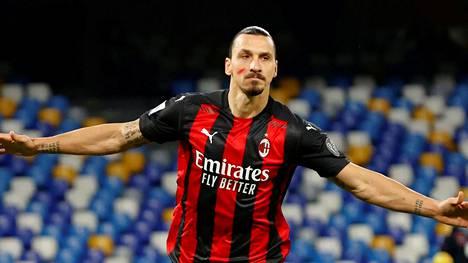 Zlatan Ibrahimović tuuletti tekemäänsä maalia sunnuntaina Italian liigan ottelussa.