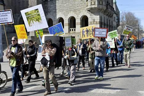 Kannabiksen laillistamisen puolesta marssittiin Helsingissä esimerkiksi vuonna 2013.