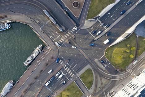 Jätkäsaaren liikenteen pullonkaula on Mechelininkadun ja Jätkäsaarenlaiturin risteys.