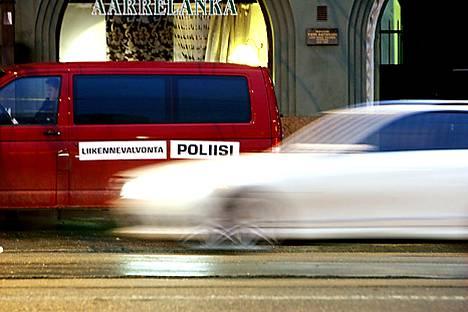 Bussikaistalta kärähti Helsingin aamuruuhkassa 35 autoa
