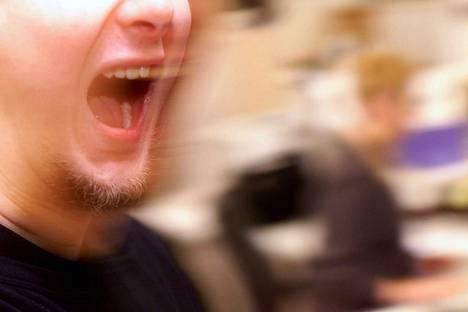 Tutkijat mallinsivat, kuinka yskiessä tai puhuessa syntyvät pisarat käyttäytyvät.