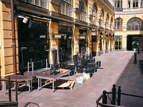 Ravintolat ovat lailla kiinni määrättyinä huhtikuun alusta saakka. Helsingissä sijaitseva Mummotunneli kuvattuna viime viikolla.