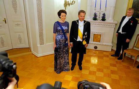 Presidenttipari hetki ennen Linnan juhlien alkamista.