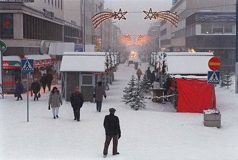 Kajaanin keskusta jouluna 1996.