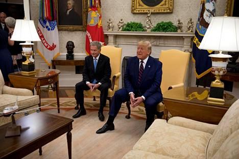 Presidentti Sauli Niinistö Donald Trumpin vieraana Valkoisessa talossa presidentin työhuoneessa.