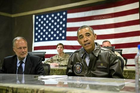 Presidentti Barack Obama ja Yhdysvaltojen Afganistanin suurlähettiläs vierailivat Bagramin lentotukikohdassa sunnuntaina.