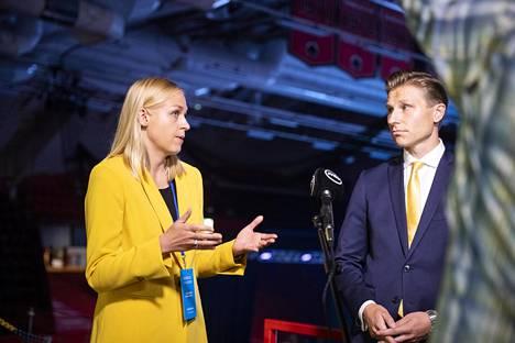 Kokoomuksen varapuheenjohtajat Elina Lepomäki ja Antti Häkkänen kuvattiin puoluekokouksessa Porissa viime syyskuussa.